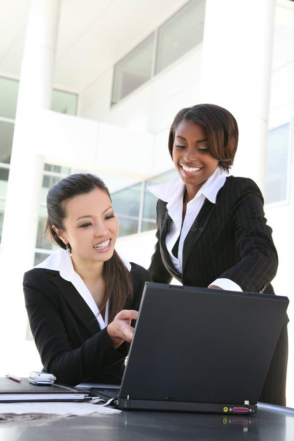 Verschiedenes Frauen-Geschäfts-Team lizenzfreies stockbild
