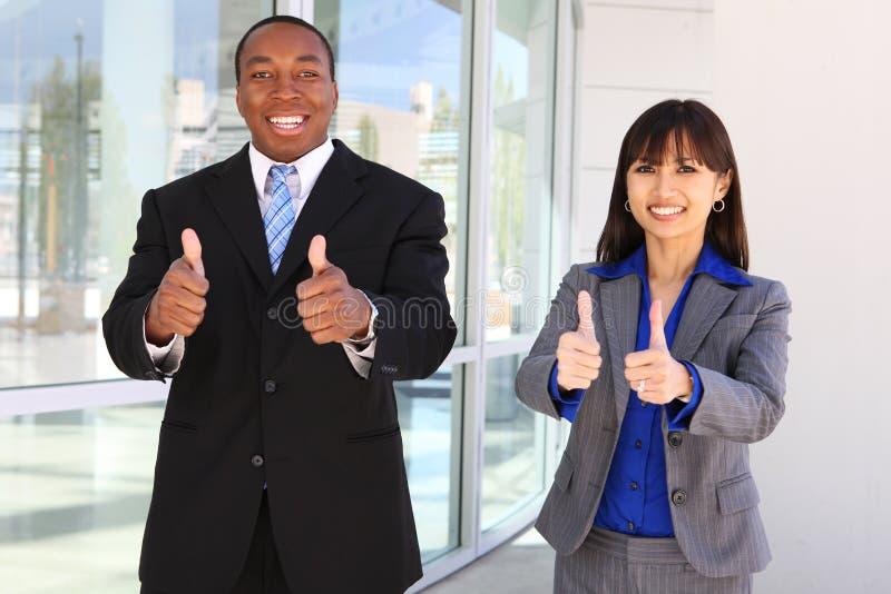 Verschiedenes Geschäfts-Team, das Erfolg feiert stockbild