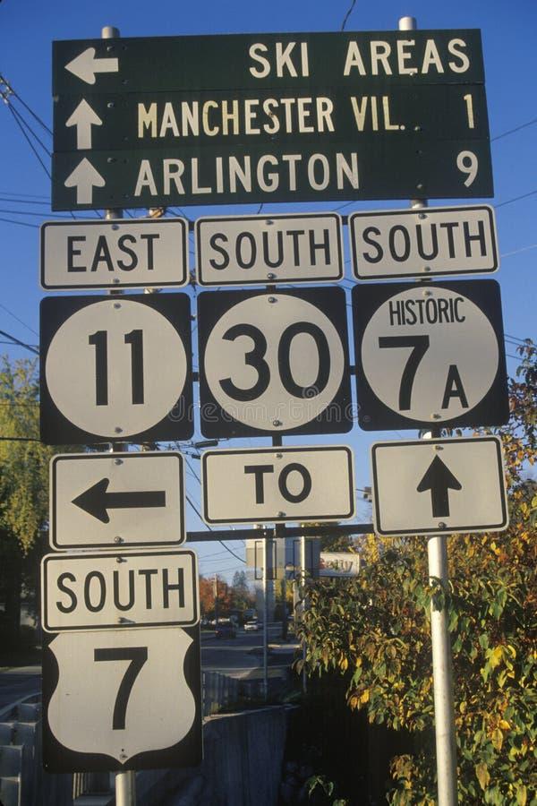 Verschiedenes Verkehrsschild herein Vermont lizenzfreie stockfotos