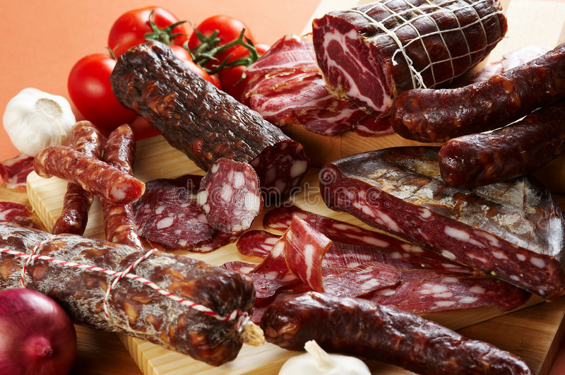 Verschillend salami en vleesproduct royalty-vrije stock fotografie