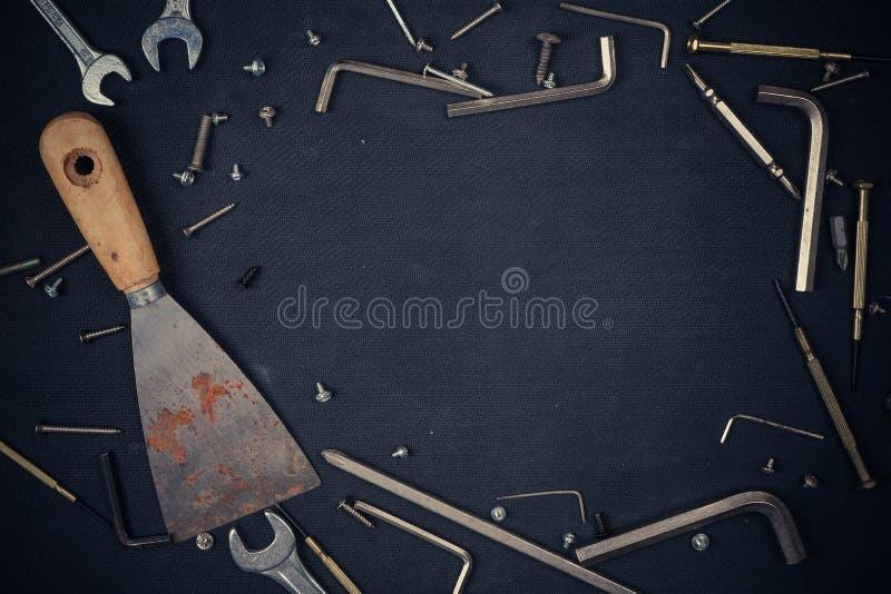 Verschillende bouwhulpmiddelen met Handhulpmiddelen voor het onderhoud van de huisvernieuwing stock fotografie