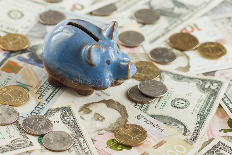 Verschillende collector` s muntstukken en bankbiljetten royalty-vrije stock foto's