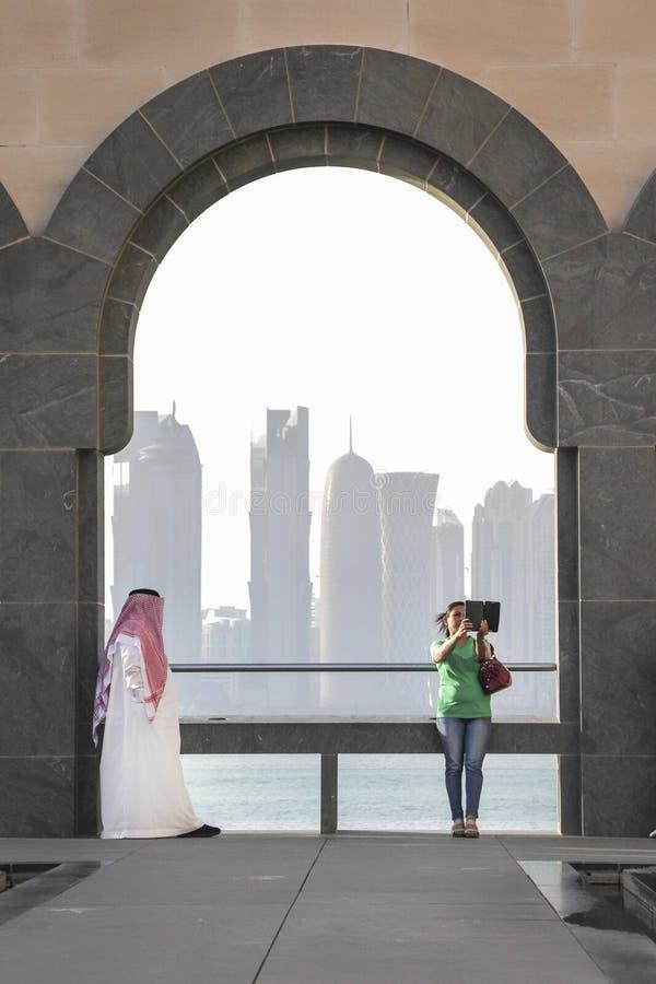 Verschillende culturen in Doha stock fotografie