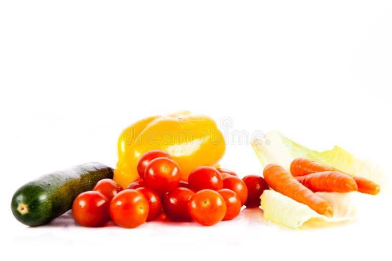 Verschillende die groenten op wit gezond voedsel worden geïsoleerd als achtergrond royalty-vrije stock foto's