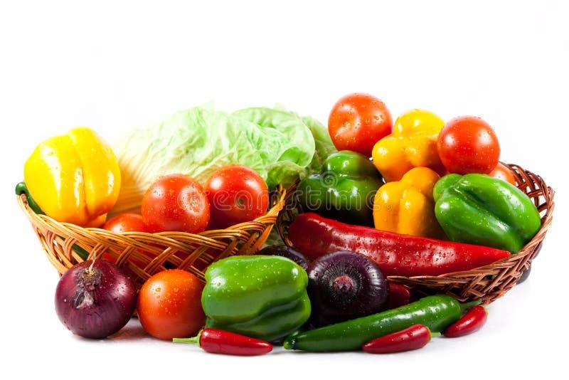 Verschillende die groenten op wit gezond voedsel worden geïsoleerd als achtergrond royalty-vrije stock afbeeldingen