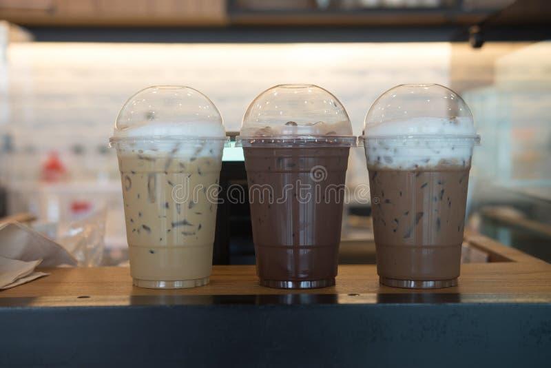 Verschillende drie drinken chocolade, mocha en latte royalty-vrije stock afbeeldingen