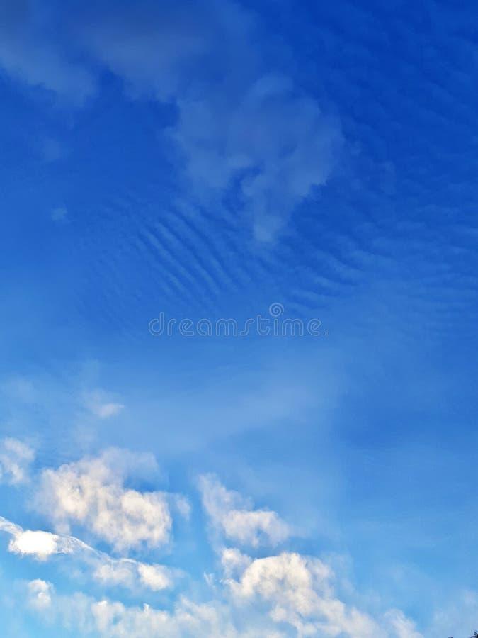 Verschillende grappige wolken royalty-vrije stock fotografie