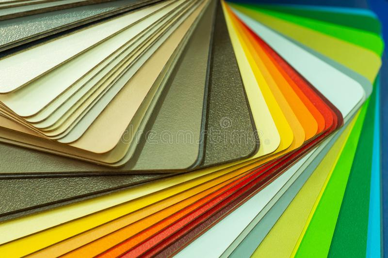 Verschillende houten steekproeven voor meubilair Selectie van verschillende kleuren en texturen Binnenlandse ontwerp en meubilair stock afbeeldingen