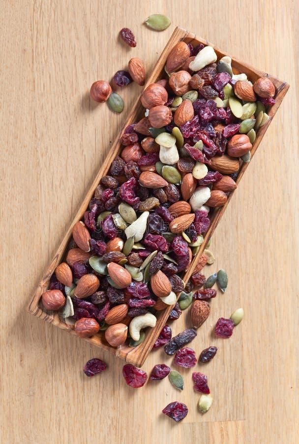 Verschillende noten, droge vruchten en bessen stock afbeelding