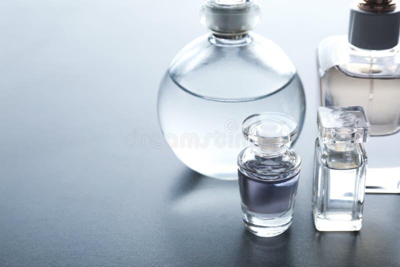 Verschillende parfumflessen royalty-vrije stock foto's