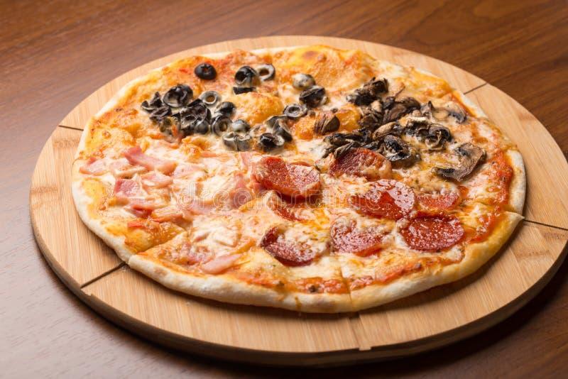 Verschillende plakken van pizza royalty-vrije stock afbeelding