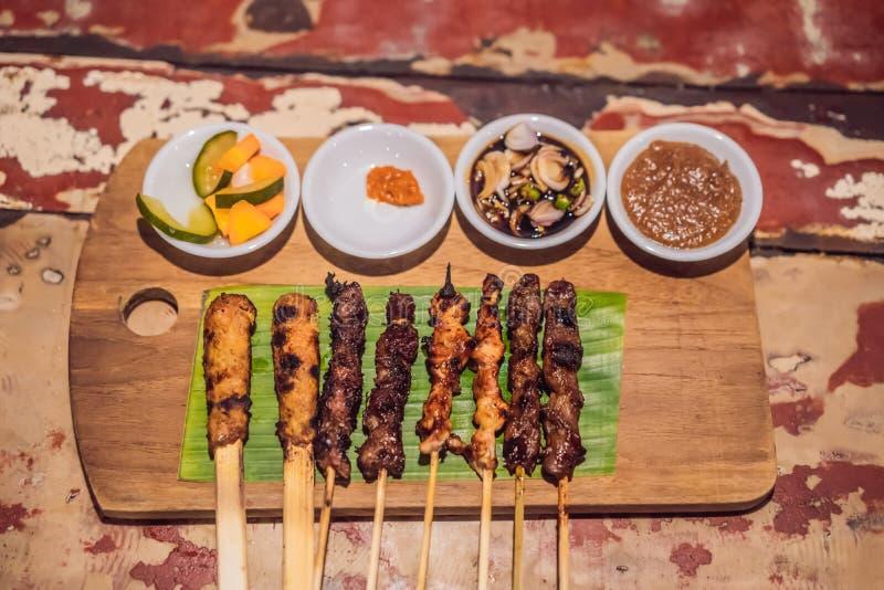 Verschillende soorten satay diner Indonesisch voedsel stock fotografie