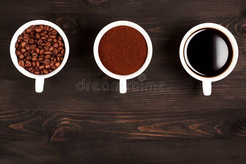 Verschillende stadia van het voorbereiden van koffie royalty-vrije stock foto