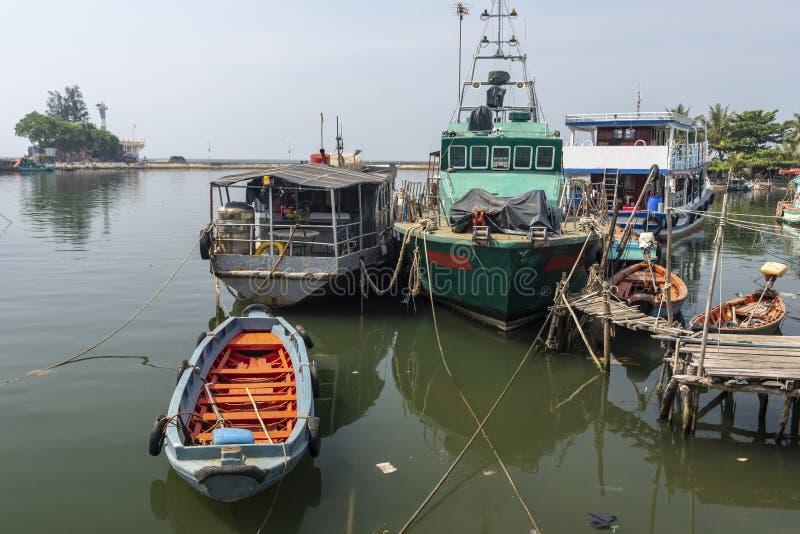 Verschillende types van boten op Duong Dong-het Eiland Vietnam van rivierphu Quoc royalty-vrije stock fotografie