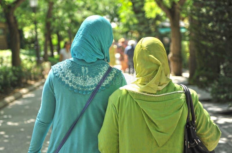 Verschleierte moslemische Frauen lizenzfreies stockfoto