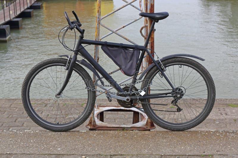 Verschlossenes Fahrrad lizenzfreie stockbilder