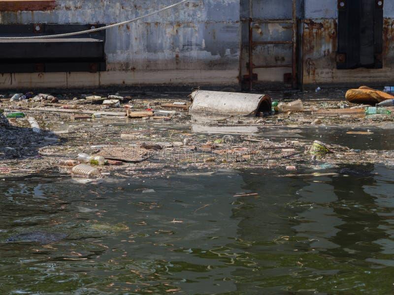 Verschmutzung der Meeresoberfläche stockbild