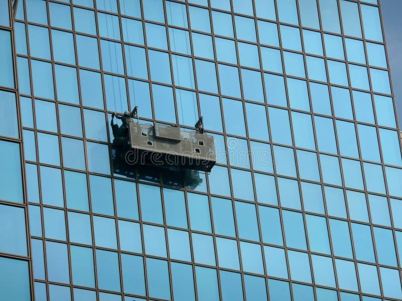 Verschobene Plattform der Fensterreinigung stockfotos