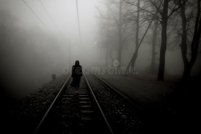 Verschrikkings enge vrouw stock fotografie