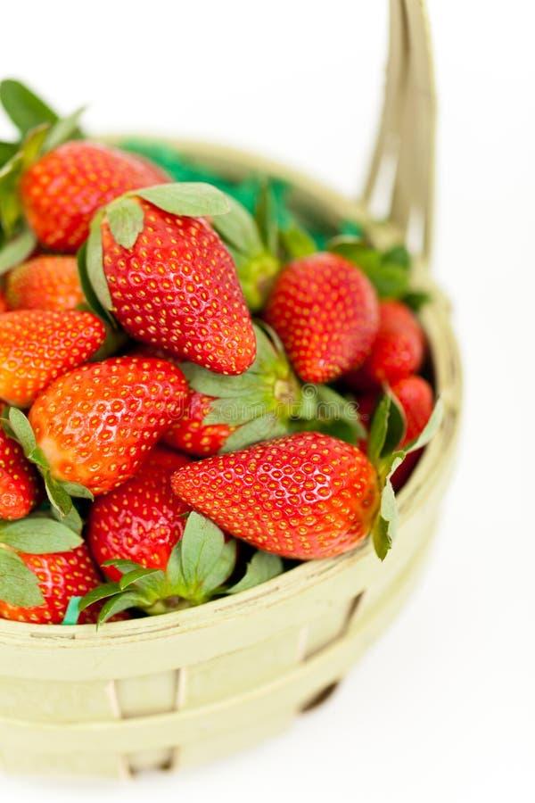 Download Verse Aardbeien In Een Mand, Close-up Stock Foto - Afbeelding bestaande uit bessen, zoet: 29512174