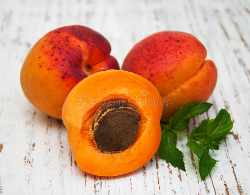 Verse abrikozen stock foto's