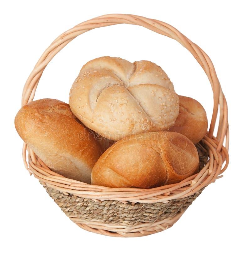 Verse broodjes in een mand royalty-vrije stock foto