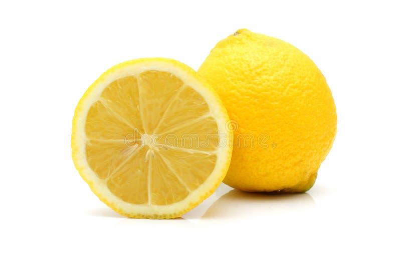 Verse citroen die op witte achtergrond wordt geïsoleerd royalty-vrije stock foto's