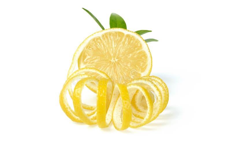 Verse citroen en citroenschil stock afbeelding