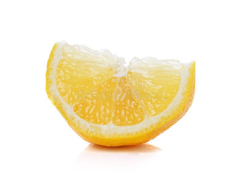 Verse citroenplakken op witte achtergrond royalty-vrije stock afbeelding