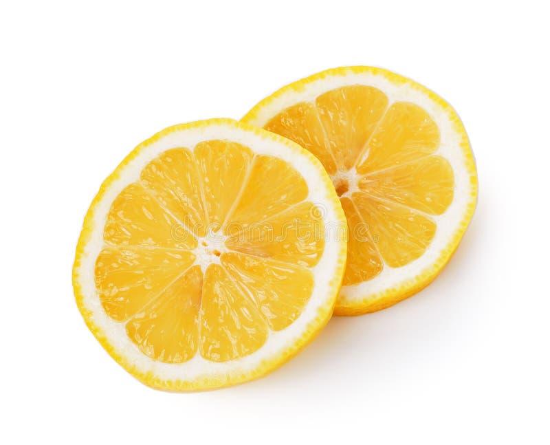 Verse citroenplakken op witte achtergrond stock afbeelding