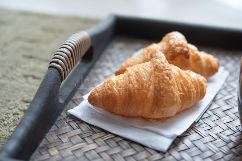 Verse Croissant en koffie royalty-vrije stock fotografie