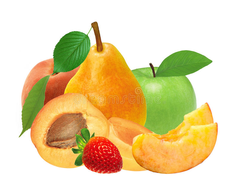 Verse die aardbei, abrikoos, perzik, appel en peer op whi wordt geïsoleerd stock foto's