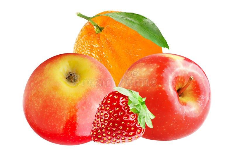 Verse die appel met sinaasappel en aardbei op wit wordt geïsoleerd stock foto