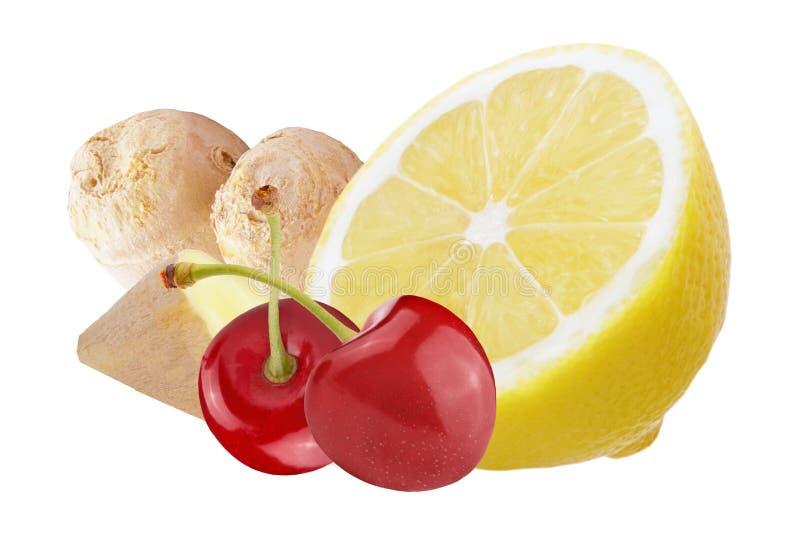 Verse die gember met citroen en kersen op witte achtergrond worden geïsoleerd stock afbeelding