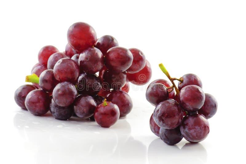 Verse druif die op witte achtergrond wordt geïsoleerd royalty-vrije stock foto's