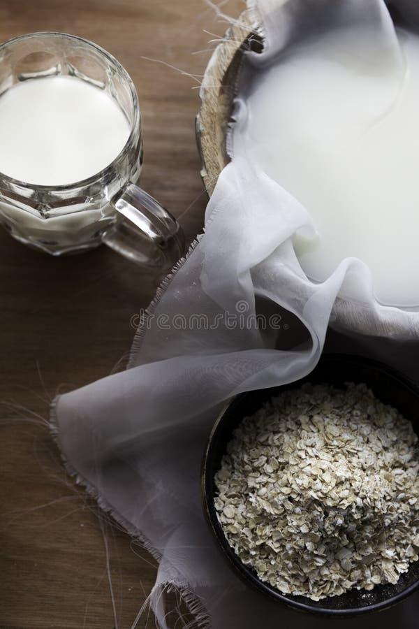 Verse eigengemaakte havermelk stock afbeeldingen