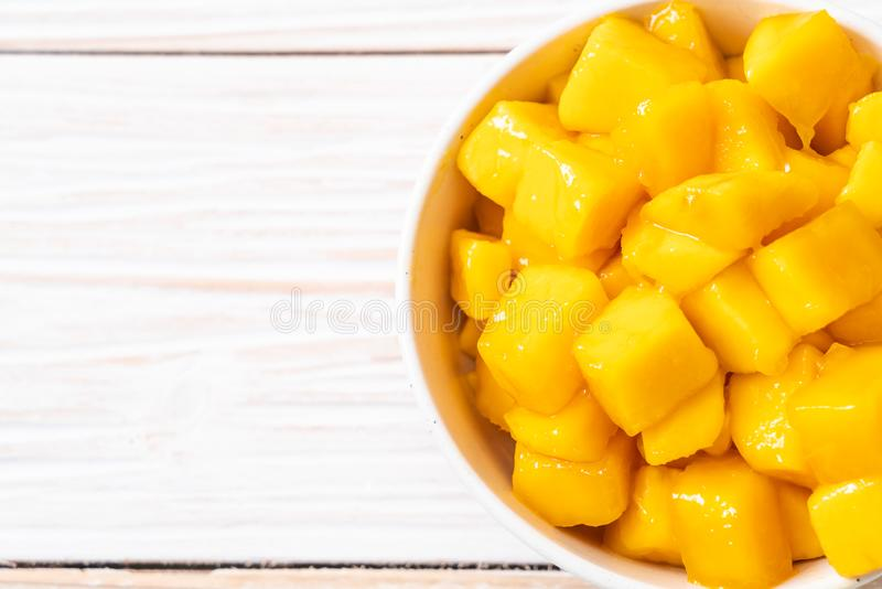 verse en gouden mango ' s stock foto