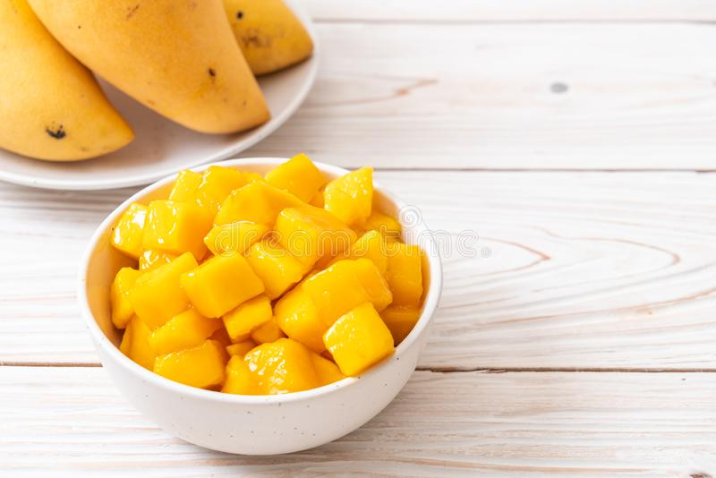 verse en gouden mango ' s royalty-vrije stock foto