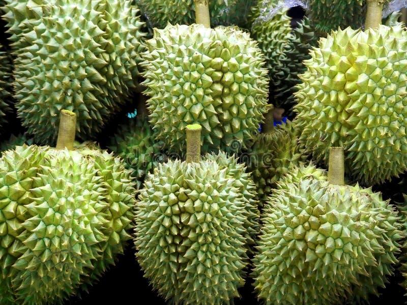 Verse en Heerlijke Durians bij de Fruitmarkt stock afbeelding