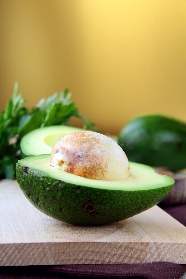 Verse en rijpe avocado stock afbeelding