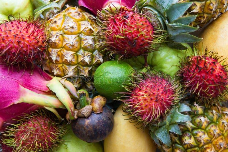 Verse en rijpe kleurrijke vruchten royalty-vrije stock foto's