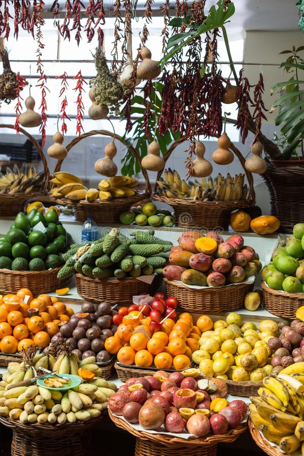 Verse exotische vruchten in Mercado Dos Lavradores Funchal, Madera, royalty-vrije stock foto's