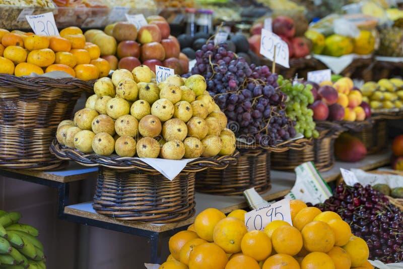 Verse exotische vruchten in Mercado Dos Lavradores Funchal, madera royalty-vrije stock afbeelding