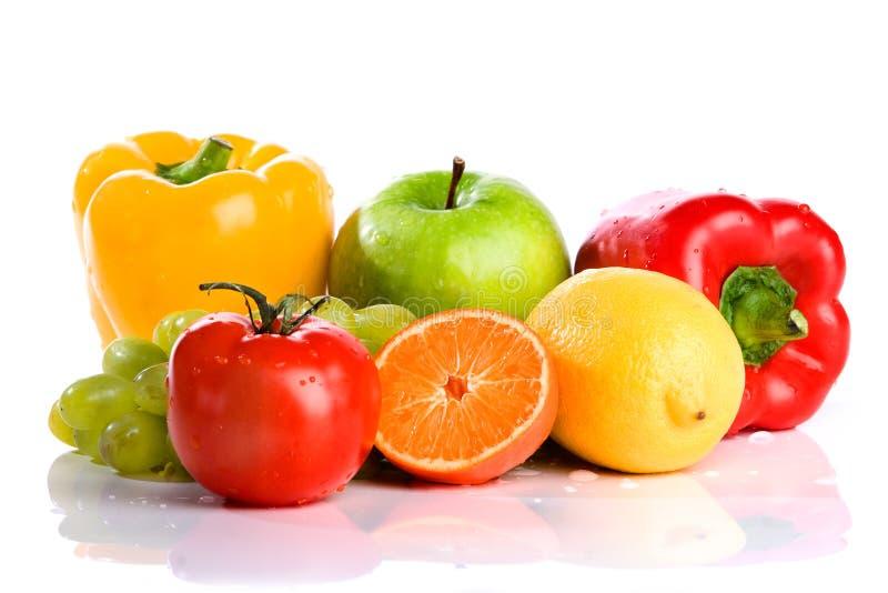 Verse geïsoleerdee groenten en fruit stock afbeelding
