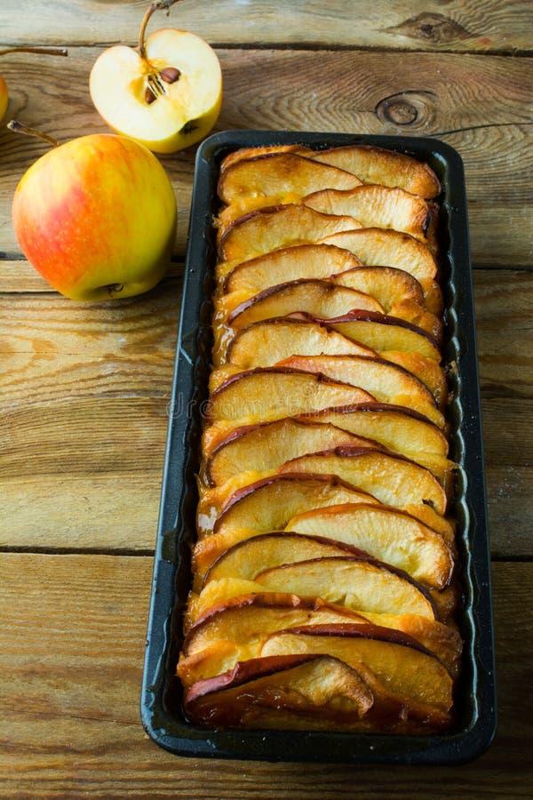 Verse gebakken appeltaart stock foto's