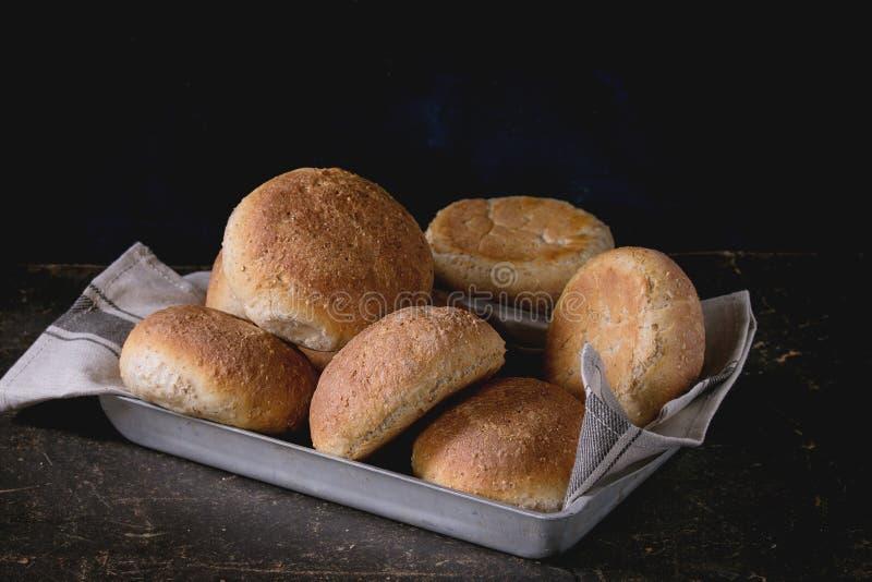 Verse gebakken wholegrain broodjes royalty-vrije stock fotografie