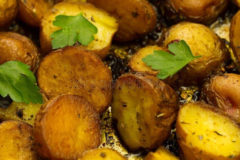 Verse gebraden aardappels de pan royalty-vrije stock afbeeldingen