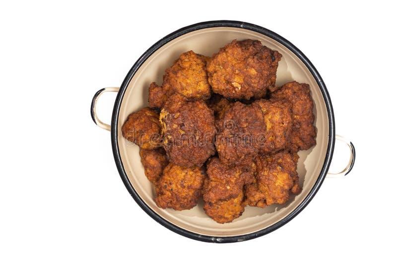 Verse gebraden eigengemaakte gehaktvleesballetjes in de kom stock afbeeldingen