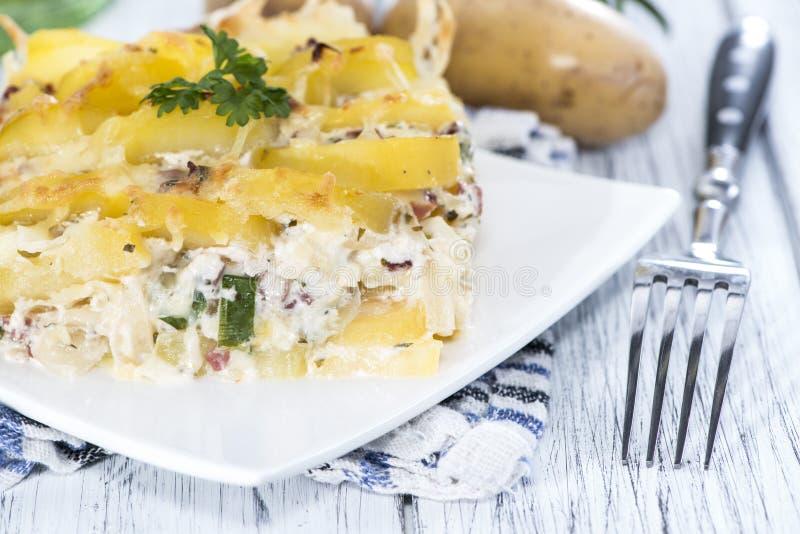 Verse gemaakte Aardappelgratin stock afbeelding