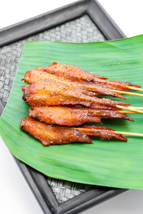 Verse gemaakte kippenvleugel satay vleespen stock foto